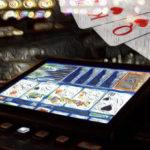 ビデオポーカー|基本の役や遊び方を徹底解説!